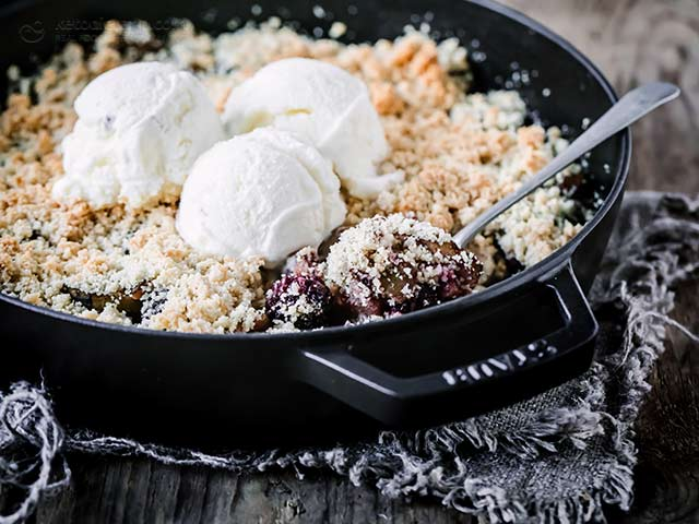 Low-Carb Blackberry & Apple Crumble